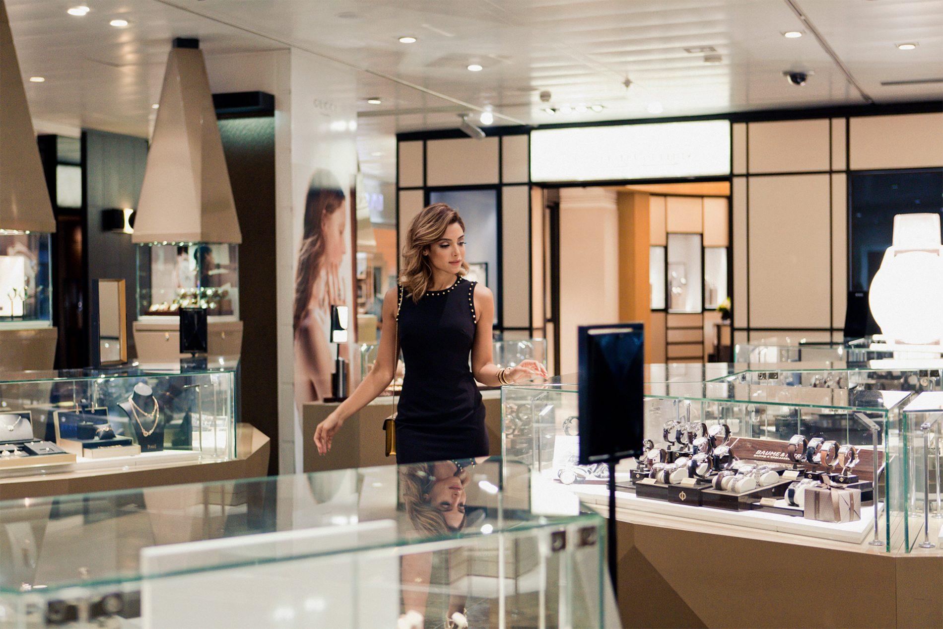 Yalda Golsharifi Blogger Luxury Watches Cartier Bulgari Madrid